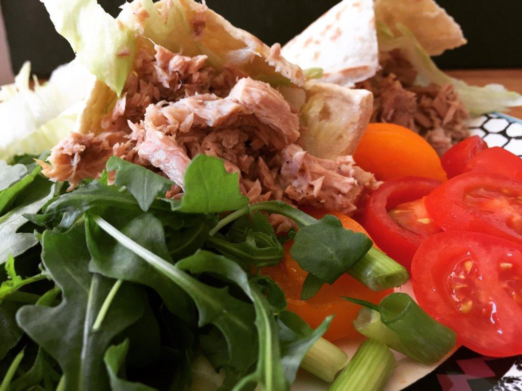 Tuna Pitta Pockets With Salad