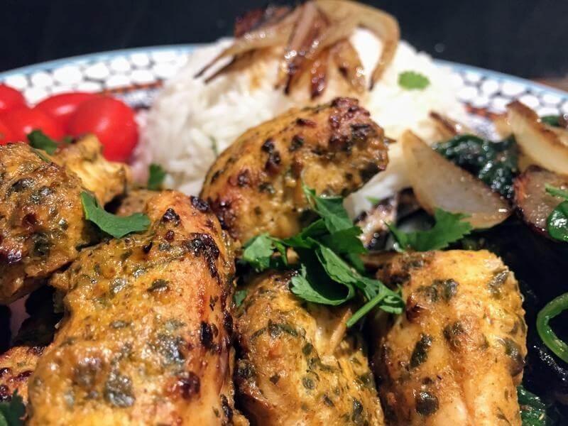 Chicken tikka pieces with plain rice