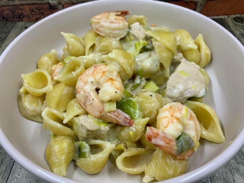 Creamy pasta with chicken and prawns