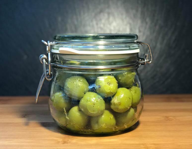 Easy Sicilian marinated olives