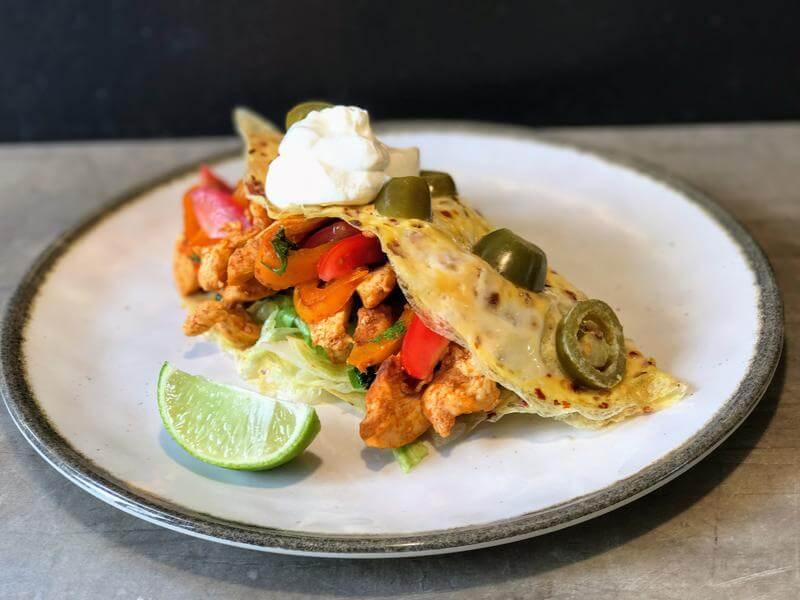 Mexican chilli chicken in a tortilla de huevo