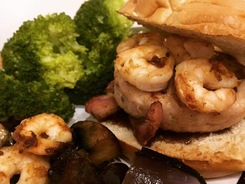 Muscle Chicken Burger with Prawns