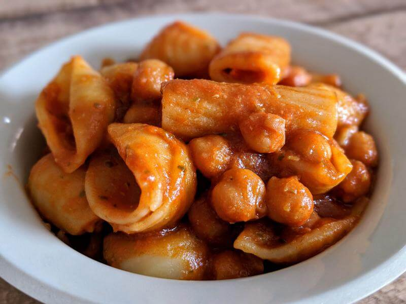 Pasta with saucy chickpeas