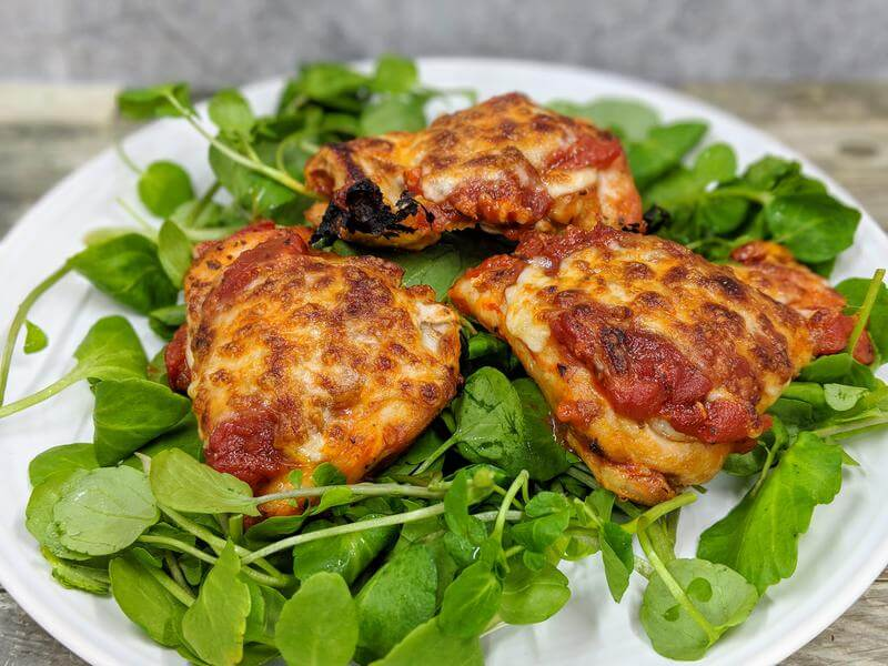 Pizza bites with salad